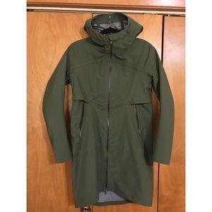 Lululemon Cloud Crush rain jacket